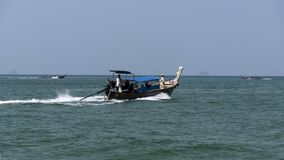 Aonang plaża, Longtail łodzie zdjęcie royalty free