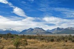 Aoraki/cuoco del supporto, il più alta montagna in Nuova Zelanda ed il fiume di Tasman visto dal centro del parco di Glentanner Immagine Stock