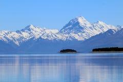 Aoraki/zet Cook van Meer Pukaki, Zuideneiland, Nieuw Zeeland op stock afbeelding