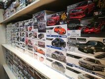 ` Aoshima ` autostuk speelgoed modellen voor verkoop bij stuk speelgoed detailhandel stock fotografie