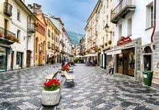 Aosta - via trasversale della città fotografia stock libera da diritti