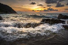 aow luek酸值最普遍陶的海岛Beuatiful太阳上升的天空  库存照片