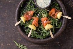 Apéritif avec les saumons fumés et les pommes de terre Photos stock