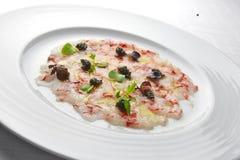 Apéritif Carpaccio de poissons des crevettes roses et du caviar rouges 2 Photos libres de droits