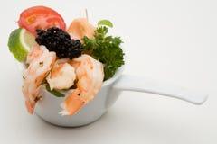 Apéritif de crevette rose avec le caviar Photos stock