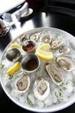 Apéritif de fruits de mer avec des huîtres Photo stock