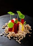 Apéritif dinant fin dans un restaurant gastronomique Photographie stock libre de droits