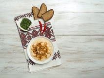 Apéritif froid traditionnel moldove Fasolita Mashed a bouilli des haricots aux oignons caramélisés image libre de droits