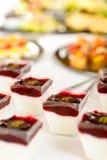 Apéritifs crémeux de dessert de restauration mini image stock