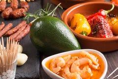 Apéritifs espagnols de tapas sur la table en bois Photo stock