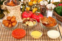 Apéritifs et sauces italiens images stock