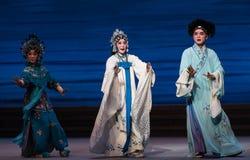 """Após a catástrofe do ato da reunião- nona que sela o  branco de Opera""""Madame Snake†da bacia-Kunqu Foto de Stock"""