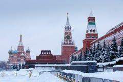 Após a grande queda de neve do inverno no quadrado vermelho w de Moscou Imagens de Stock