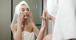 Ap?s a mulher do chuveiro no banheiro filme
