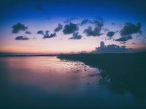 Após o cenário do por do sol da ilha serangan em bali Indonésia fotografia de stock royalty free