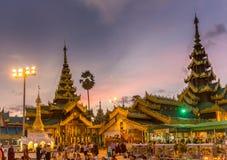 Após o por do sol em um templo ocupado Imagem de Stock