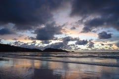 Após o por do sol na praia de Patong em Phuket fotografia de stock