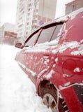 Após a tempestade de neve na cidade. imagens de stock
