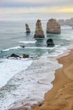 12 apóstoles hermosos famosos en Australia Imagenes de archivo