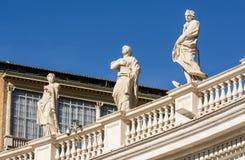 Apôtres de la façade de la cathédrale de St Peter à Vatican l'Italie image libre de droits
