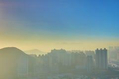 AP Lei Chau und Wolkenkratzer in Aberdeen stockbild