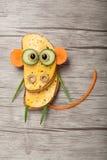 Apa som göras av bröd och grönsaker Arkivfoto