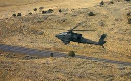 Apache au-dessus de route Photos stock
