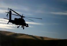 Apache au-dessus des dunes Photos stock
