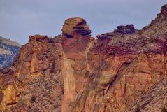 Apaframsidan vaggar bildande på Smith Rock State Park i centrala Oregon fotografering för bildbyråer