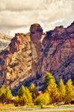 Apaframsidan vaggar bildande på Smith Rock State Park i centrala Oregon arkivfoto