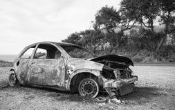 Apagado coche en el lado de un camino fotos de archivo libres de regalías