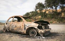 Apagado coche en el lado de un camino imagen de archivo