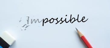 Apagando a mudança IMPOSSÍVEL do texto a POSSÍVEL desafio, pensamento positivo e conceito do sucesso ilustração stock