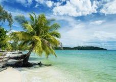 Apaisez la plage vide de paradis dans le rong de KOH près du cambod de Sihanoukville Photographie stock