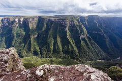 aparados巴西峡谷da福特莱萨serra 免版税库存图片