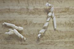 Aparas em um fundo de madeira clássico Textura imagens de stock