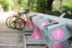 Aparcamiento de la bicicleta Imagenes de archivo