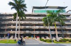 Aparcamiento llano multi por el aeropuerto de Suvarnabhumi, Bangkok Imágenes de archivo libres de regalías