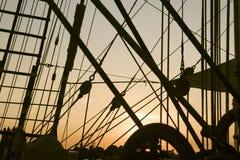 Aparejo de la nave en la puesta del sol Fotografía de archivo