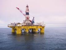 Aparejo de perforación petrolífera en el mar en el Golfo de México, industria petrolera fotografía de archivo libre de regalías