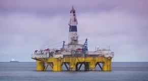 Aparejo de perforación petrolífera en el mar en el Golfo de México, industria petrolera fotos de archivo libres de regalías