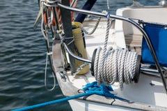 Aparejo de veleros de alta mar Accesorios de la navegación en un yate Fotos de archivo libres de regalías