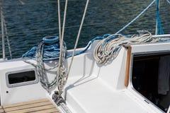 Aparejo de veleros de alta mar Accesorios de la navegación en un yate Imágenes de archivo libres de regalías