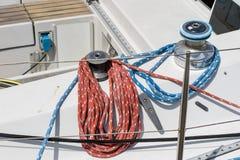 Aparejo de veleros de alta mar Accesorios de la navegación en un yate Fotos de archivo