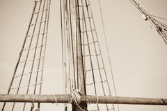 Aparejo y cuerdas del barco de navegación antiguo Imagen de archivo