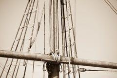 Aparejo y cuerdas del barco de navegación de madera Fotos de archivo