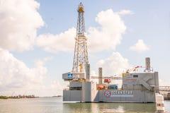 Aparejo y museo de la perforación petrolífera en el mar de la estrella del océano Foto de archivo libre de regalías