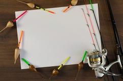 Aparejos de pesca con la hoja de papel en blanco foto de archivo libre de regalías