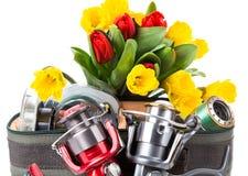 Aparejos de pesca con las flores de la primavera Fotos de archivo libres de regalías