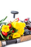 Aparejos de pesca con las flores de la primavera Fotografía de archivo